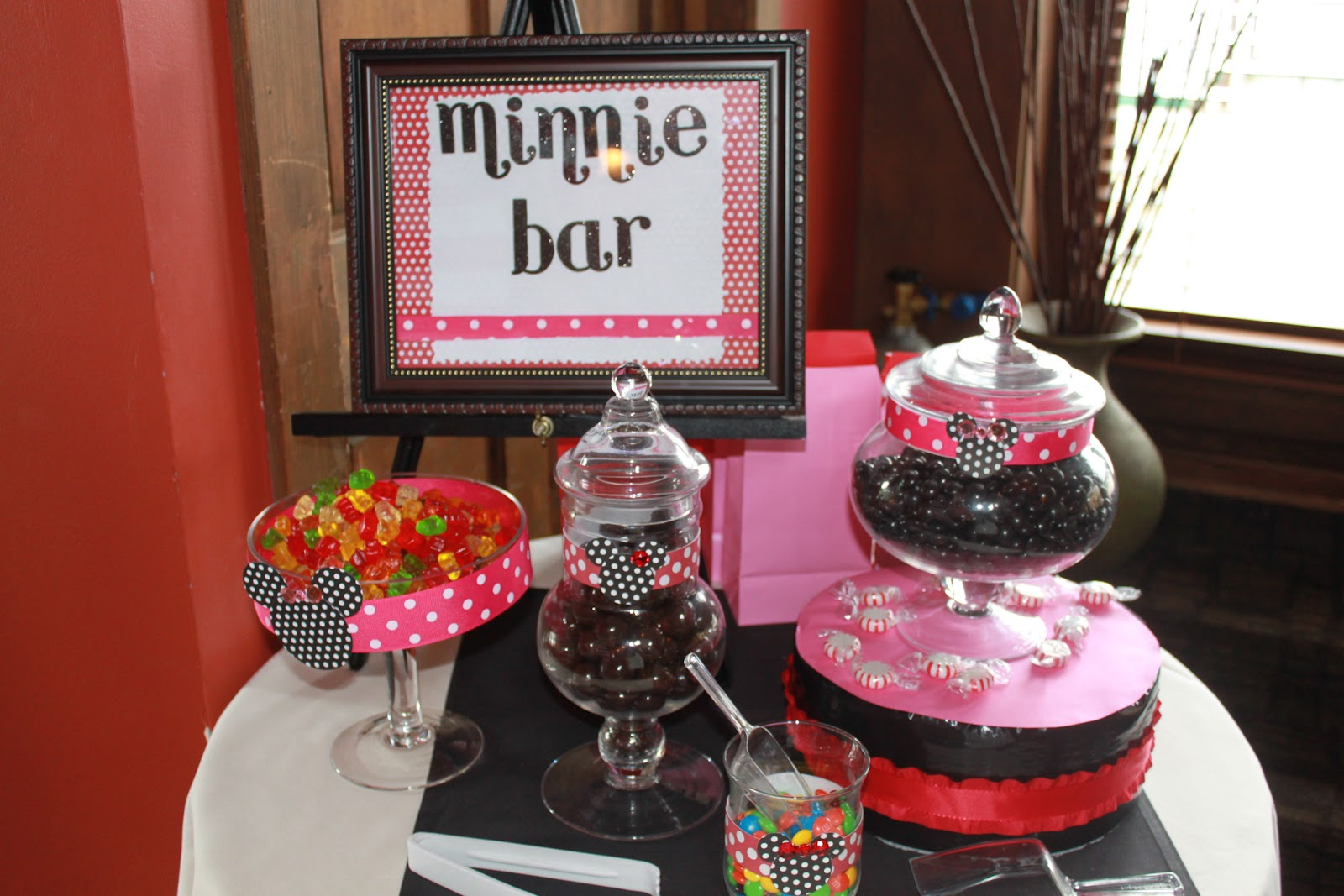 Awe Inspiring 33 Minnie Mouse Themed Candy Buffet Ideas Table Decorating Download Free Architecture Designs Rallybritishbridgeorg