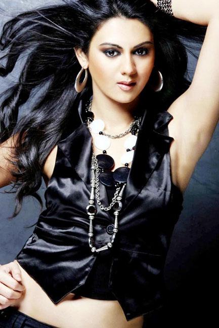 Telugu actress kamna jethmalani  hot sexy image gallery bikini