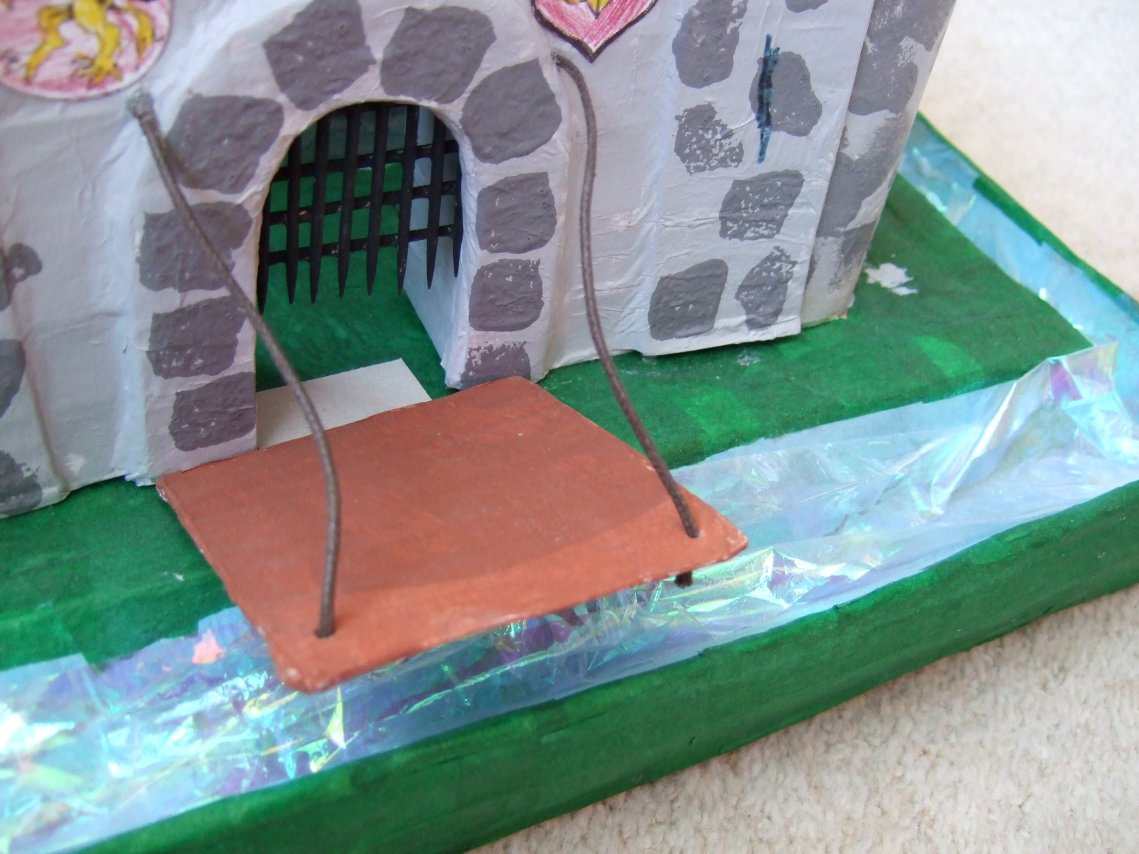 Emy 39 s crafty blog cardboard box castles for Castle made out of cardboard boxes