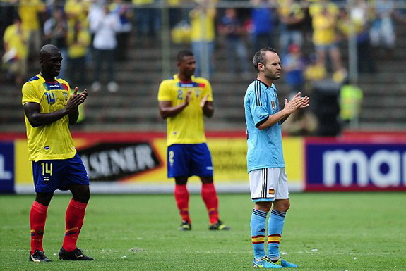 Spain player Andrés Iniesta and Segundo Castillo of Ecuador applaud the late Christian Benítez