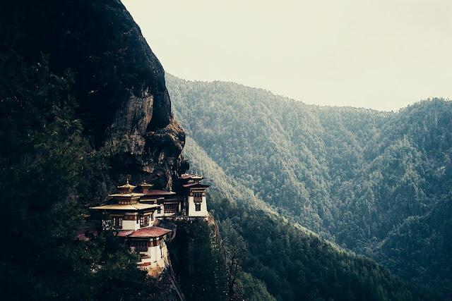 kayalıklarada evler