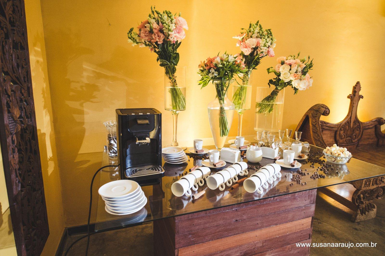 Susana ara jo mesa de caf em casamentos for Modelos de mesas para cafeteria