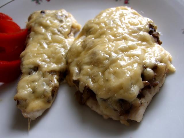 kotlety z kurczaka z pieczarkami i serem