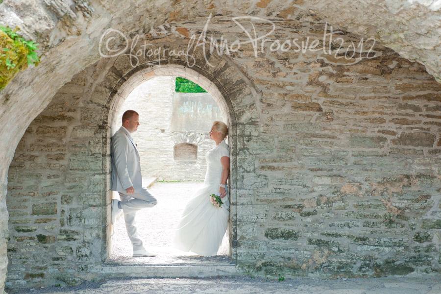 pruutpaar-ukseavas-pulmafoto
