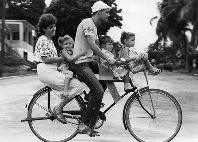 http://1.bp.blogspot.com/-7kWrDf9YFnM/Ti4VXDMvKGI/AAAAAAAAAVc/xOqzO3zQzrU/s400/periodo-especial+bicicleta.jpg