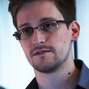http://1.bp.blogspot.com/-7kg8a3Y1GDQ/UbffGCPGkOI/AAAAAAAAKak/TMP3RKWFpD8/s1600/Edward+Snowden.jpg