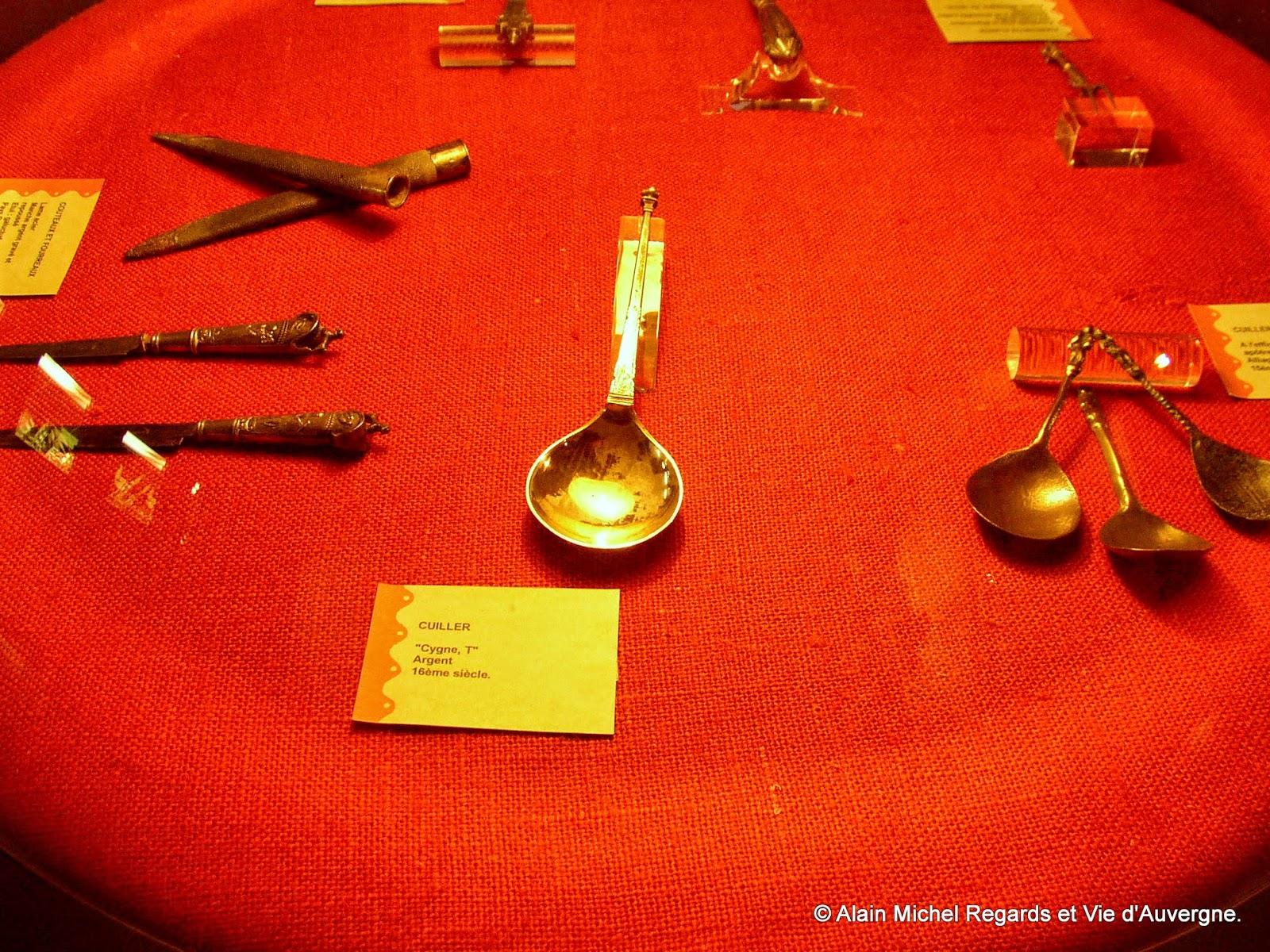 produits des coutelleries de Thiers (musée)