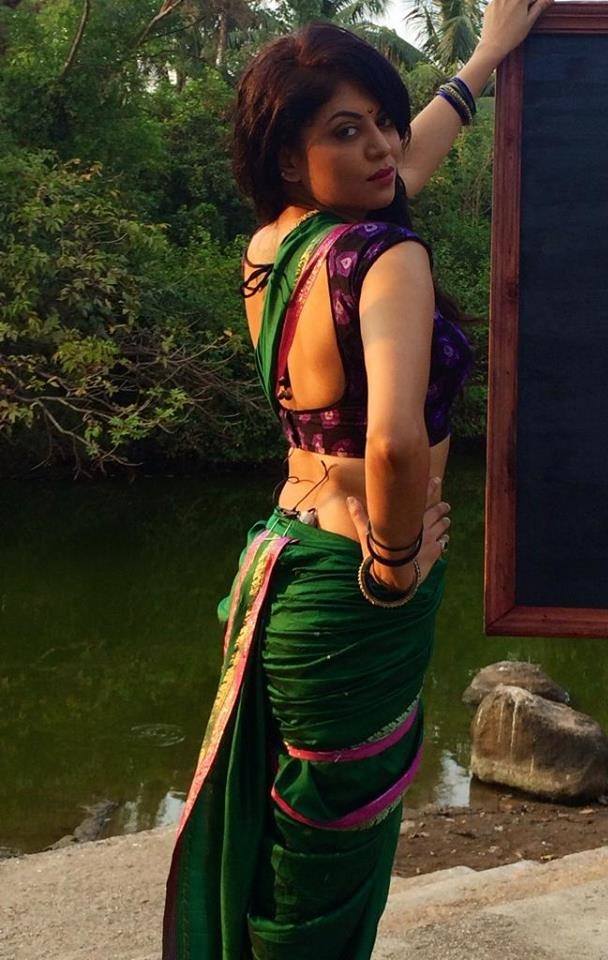 kavita kaushik backless