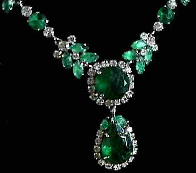 EmeraldNeclace diamondneclace weddingneclace engagementneclace neclace whitegoldneclace252852529 - Fabolous Necklace :)