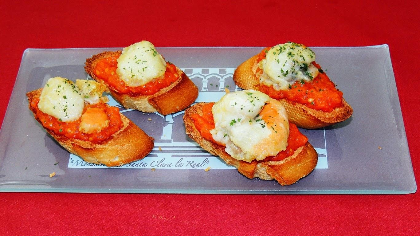 El placer de cocinar tostas de vieiras y tomate for Cocinar vieiras