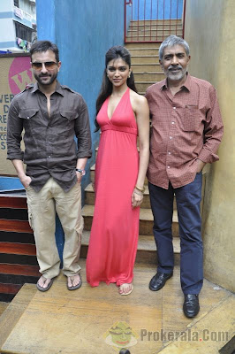 Deepika Padukone and Saif Ali Khan Aarakshan
