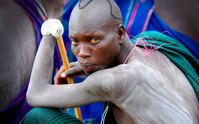 Retrato de un miembro de la etnia Surma, de Etiopía. Retrato de Juan José Pastor