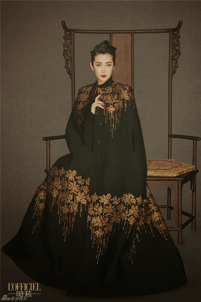 Blumarine 2014 AW Black Royal Long Cape Editorials