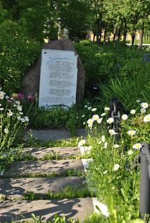 памятник погибшим морякам Комсомольца