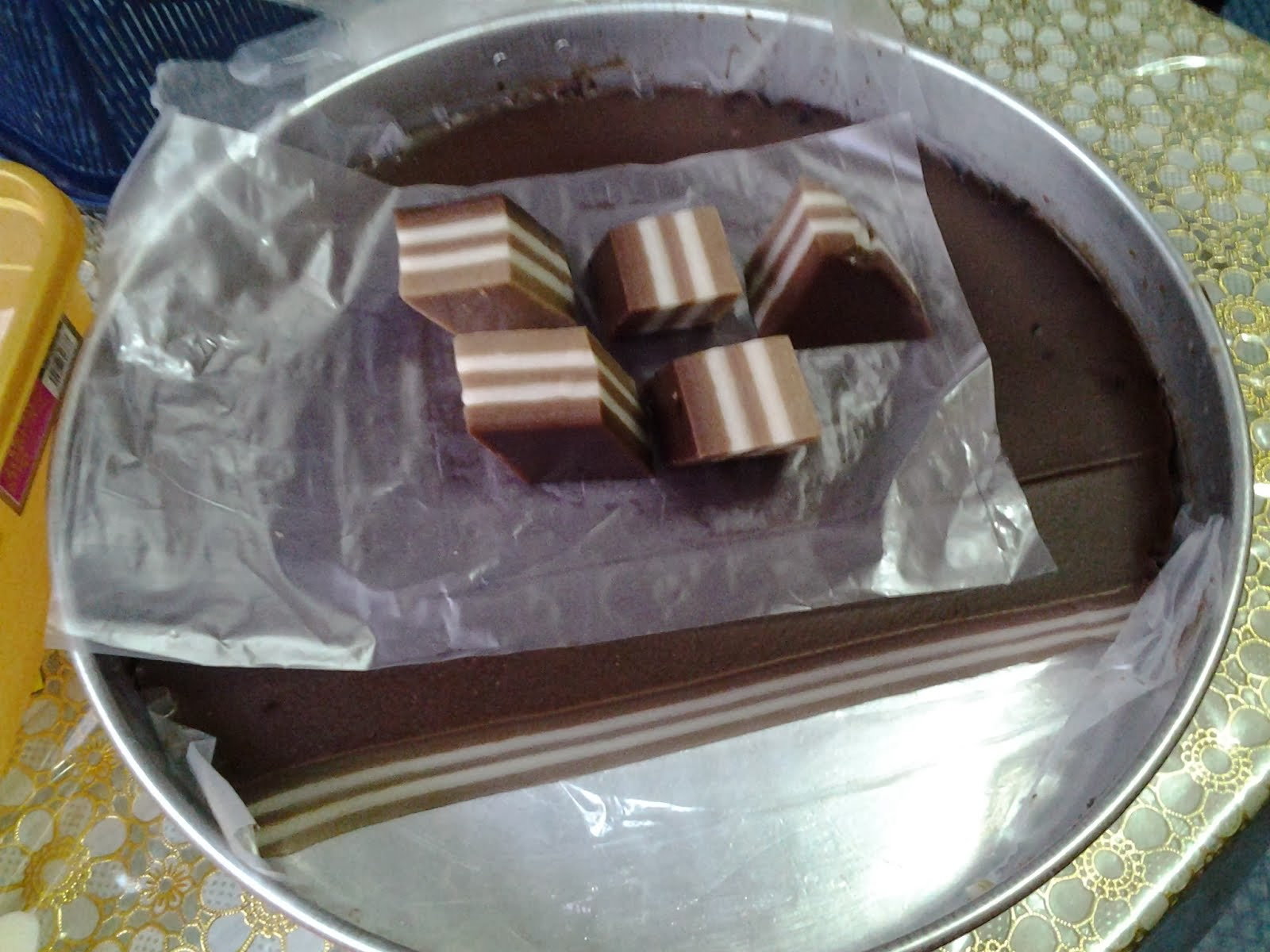 lapis coklat
