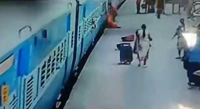 Βίντεο σοκ: Γυναίκα έχασε τη ζωή της όταν προσπάθησε να κατέβει από κινούμενο τρένο