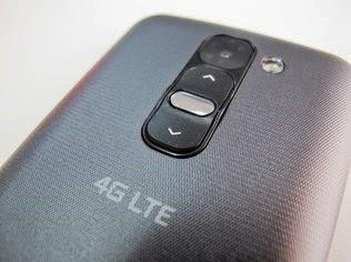 O smartphone LG G2 Minitem botões na traseira