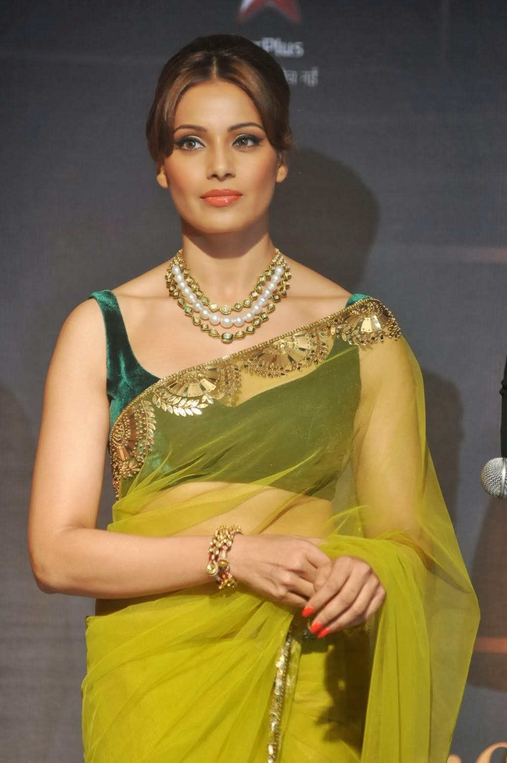 Bollywood Actress Bipasha Basu Transparent Saree Photos
