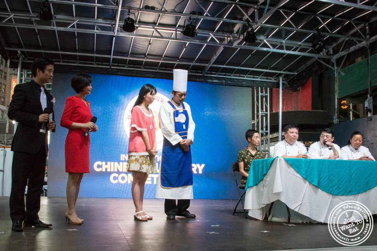 image of jury and contestant at Taste of Asia 2014: Huaiyang cuisine cook off