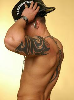 Tatouage Bras Homme Polynesien hip hop