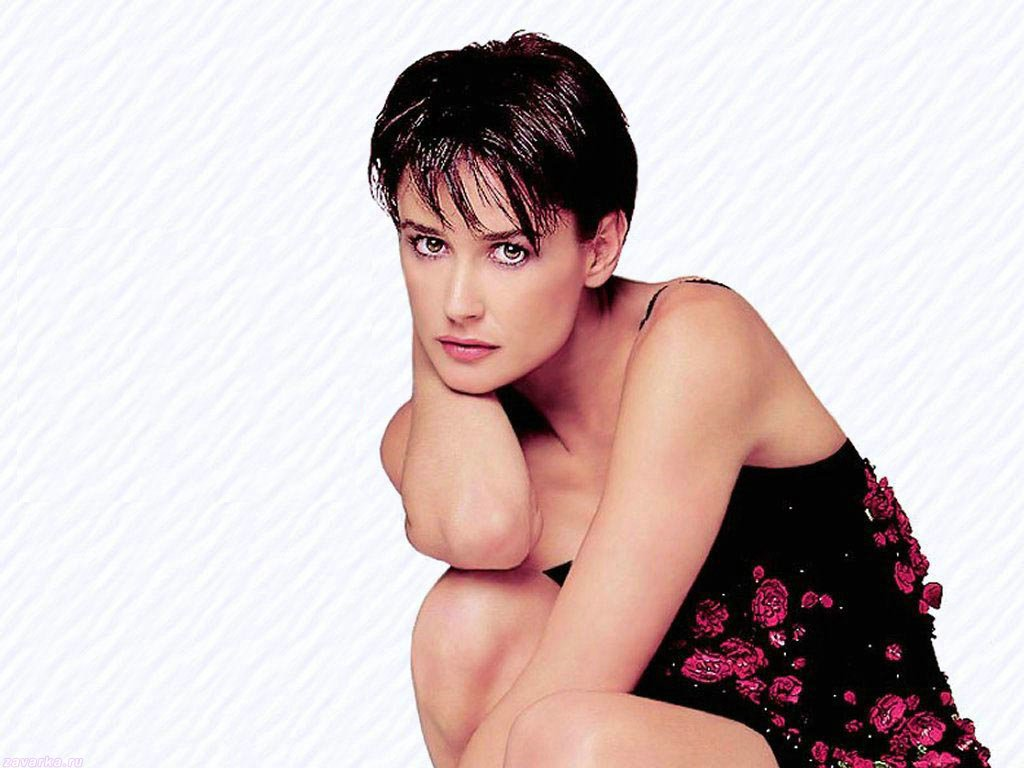 Jewelry, Fashion And Celebrities: Demi Moore Short Hairstyle