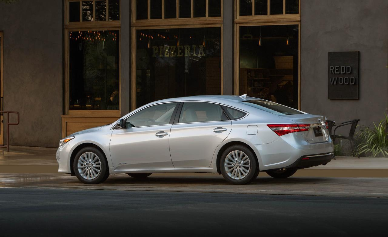 toyota avalon hybrid spy shots car features pictures prices review. Black Bedroom Furniture Sets. Home Design Ideas