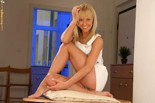 Hot Naked Girl - rs-70228_41p-024-711864.jpg