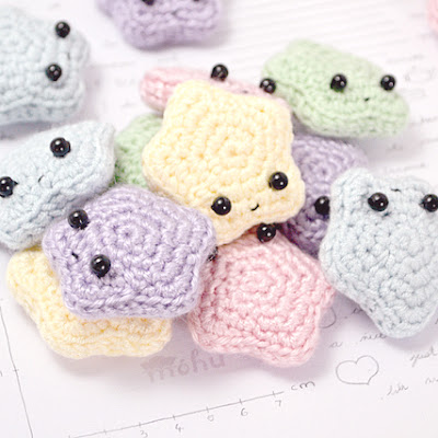 http://blog.mohumohu.com/post/63570888723/amigurumi-star-pattern