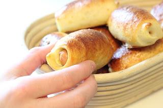 corbeille pain bretzel saucisse