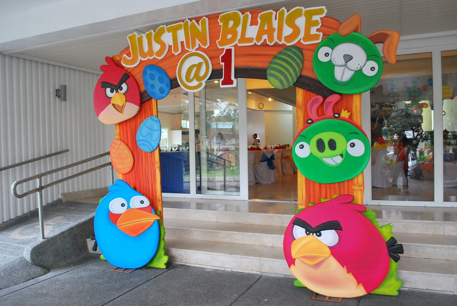 Mcdonalds kiddie party packages philippines theme party for Angry birds decoration ideas