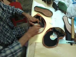 membuat upper sepatu