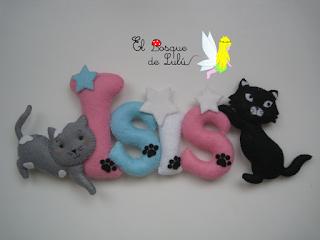 nombre-decorativo-fieltro-elbosquedelulu-hechoamanoparati-letrero-name-banner-detalle-nacimiento-personalizado-gatitos-Isis