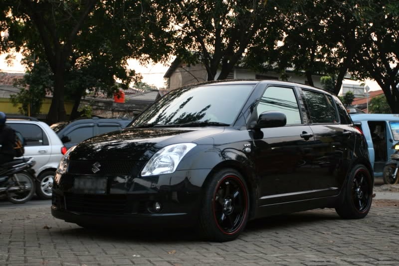 foto modifikasi suzuki swift hitam