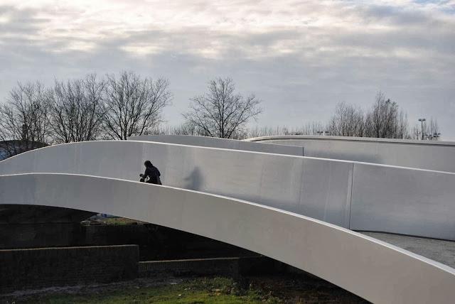 06-Na-Druk-Geluk-Brug-by-René-van-Zuuk-Architects