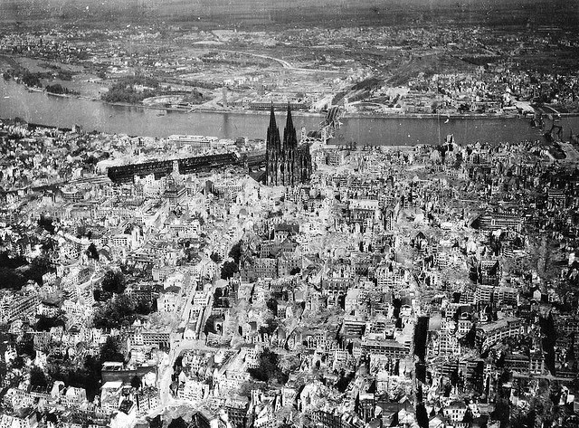 Rare photos of destroyed germany during the second world for Cities destroyed in ww2