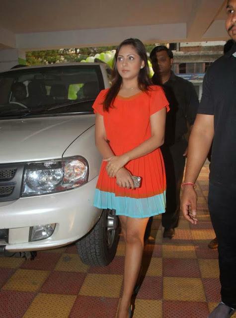 Actress Madhu Shalini Hot Photo indianudesi.com