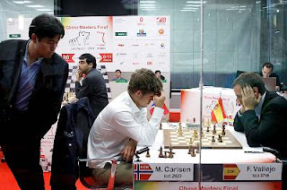 Echecs à Bilbao : Ronde 8, Magnus Carlsen face à Francisco Vallejo Pons sous les yeux d'Hikaru Nakamura © site officiel
