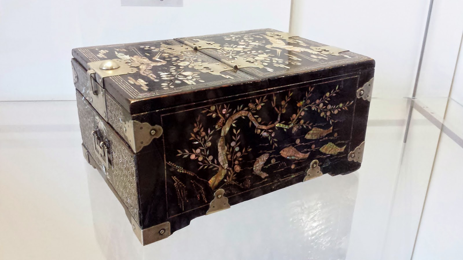 Japanese laquered jewelry box