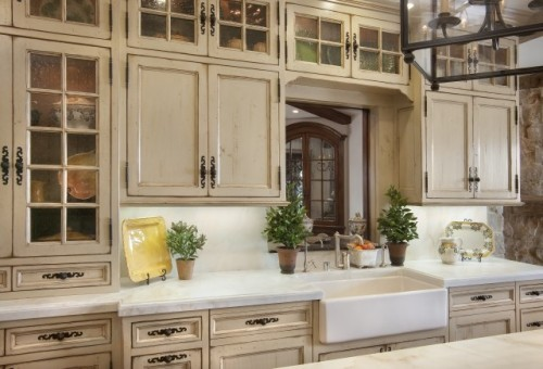C b i d home decor and design painted kitchens for Antiquing painted kitchen cabinets