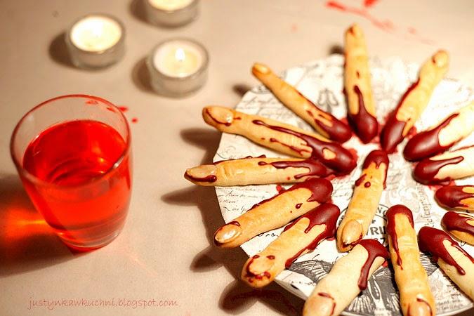 Halloween, Andrzejki, paluchy, Paluszki, palce wiedźmy, zakrwawione, kruche, migdały,
