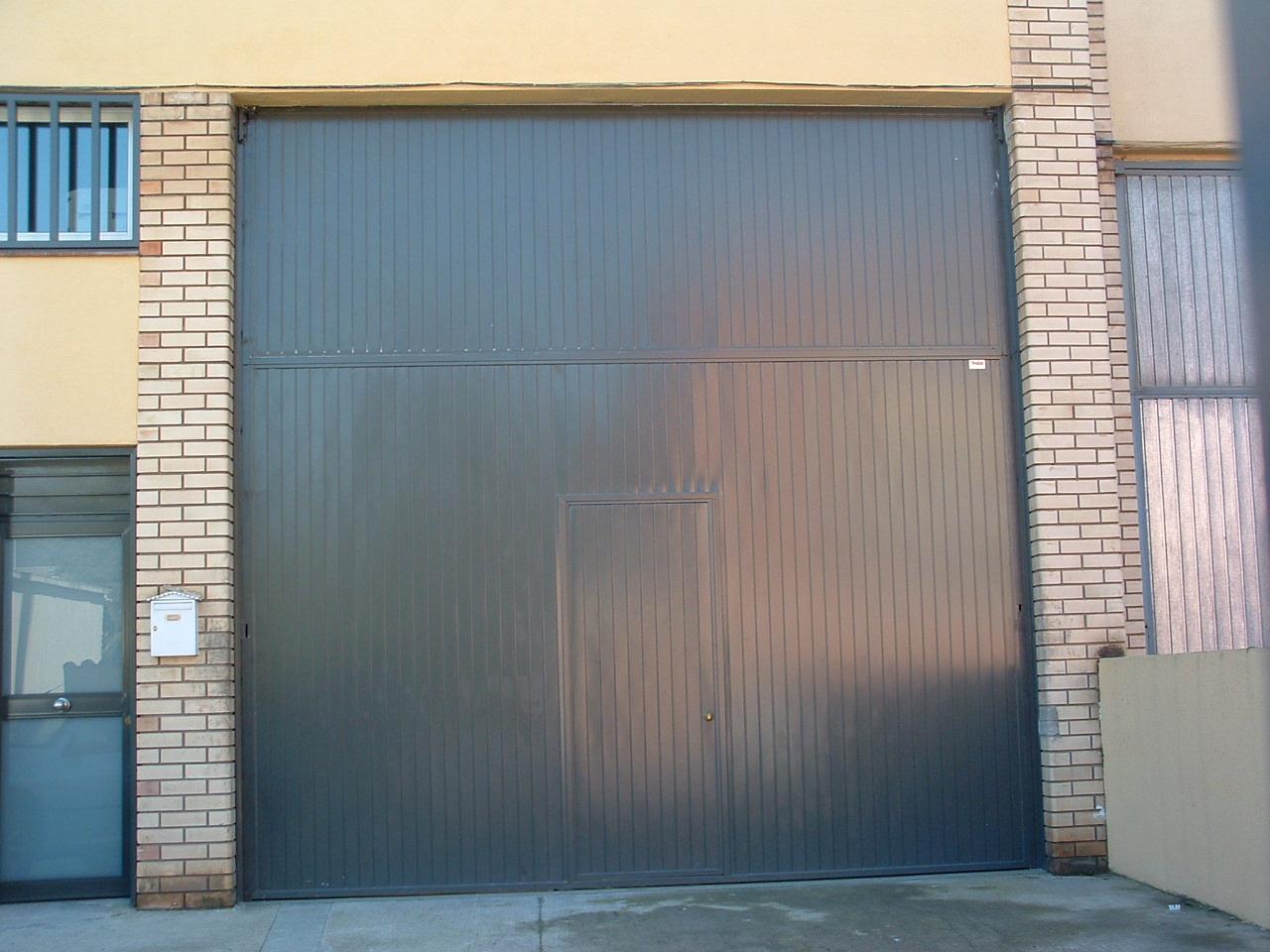 Jl padial cerrajer a de dise o puertas industriales y for Puertas industriales