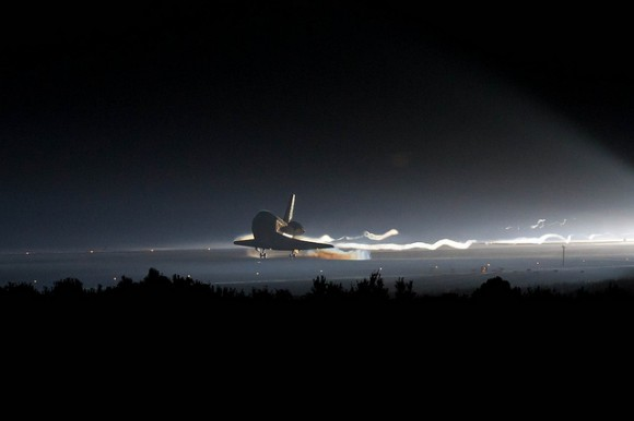 Transborador Atlantis aterrizando
