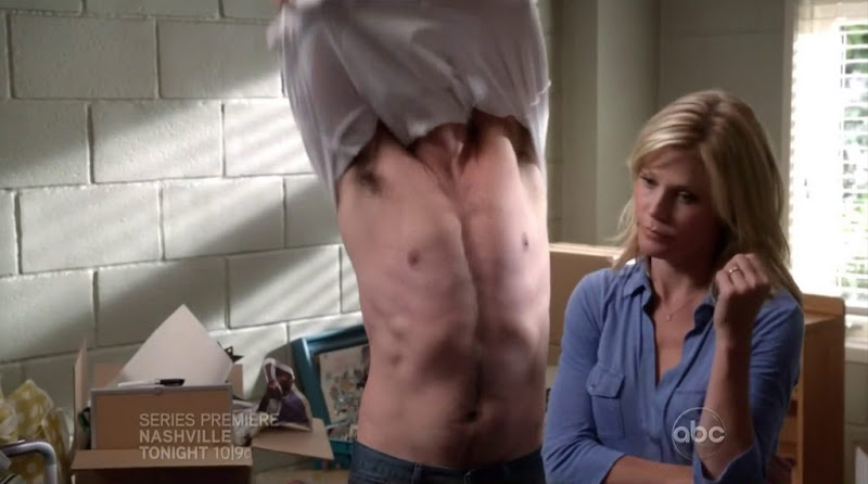 Ty Burrell Shirtless in Modern Family s4e02
