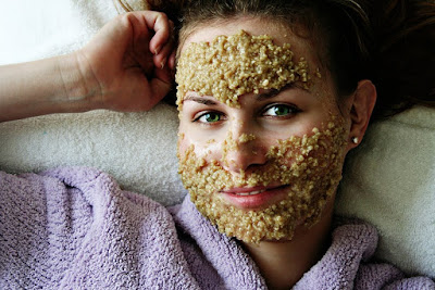 Uses of oats in the skin and hair