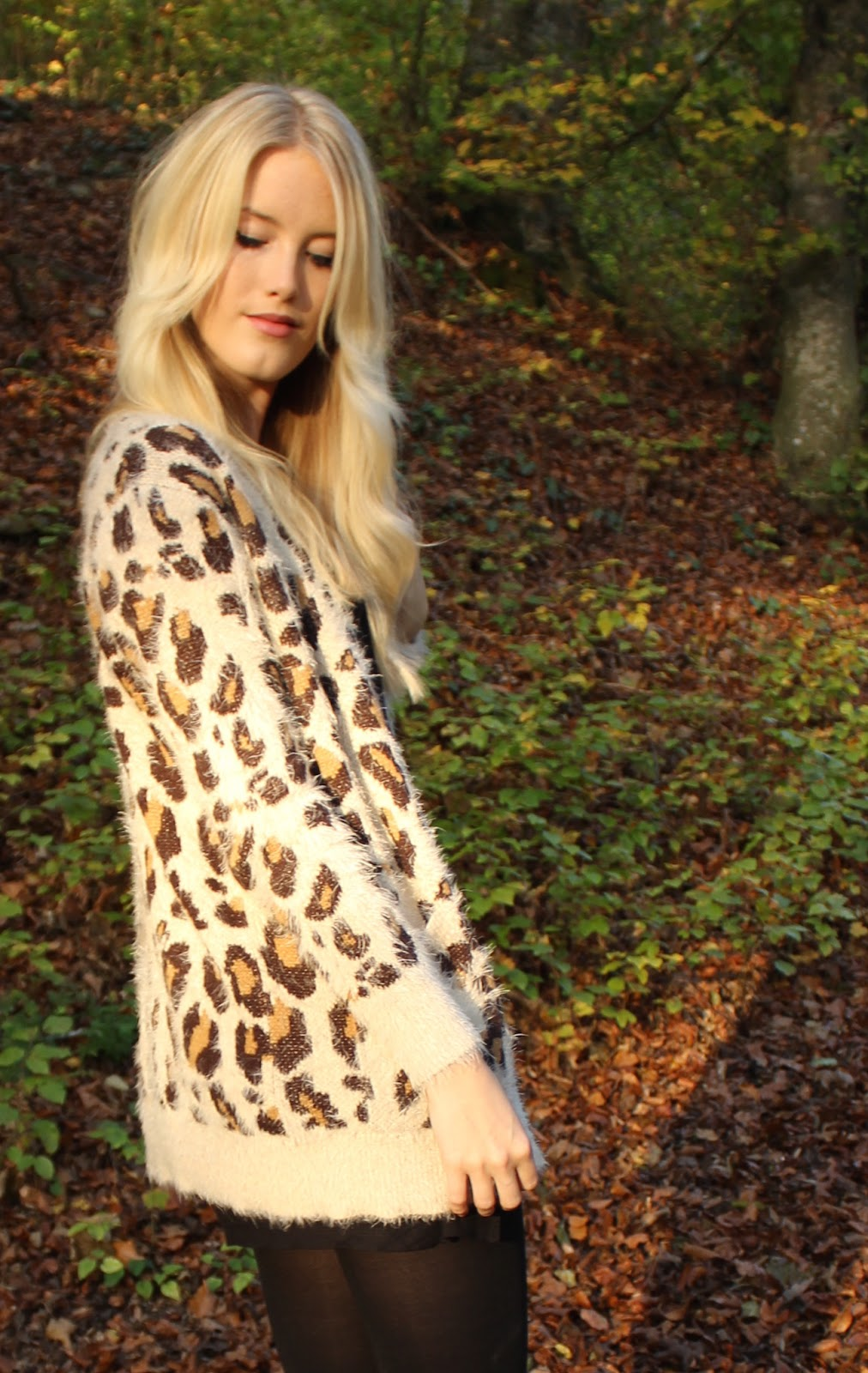 TheBlondeLion Outfit Forest Leopard Cardigan Primark Black T-Shirt-dress Layered Necklace