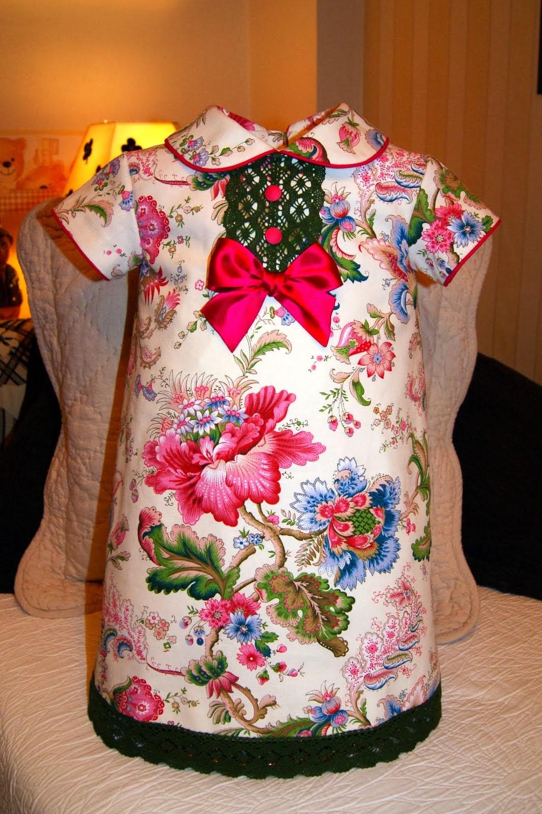 Vestido flores rosas con encaje verde