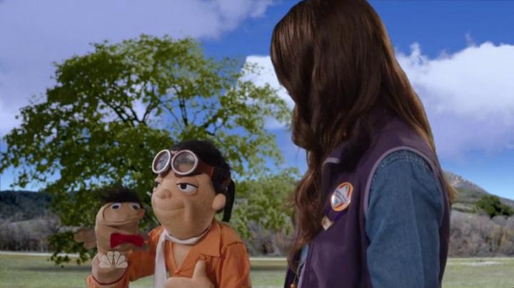 Community, una marioneta que lleva otra marioneta.