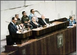 الرئيس السادات في الكنيست قبل توقيع المعاهدة