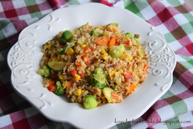 Kasza bulgur z vermicelli i warzywami