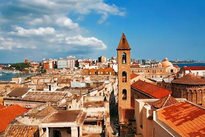 Ciudad de Napoles, Italia desde el aire.